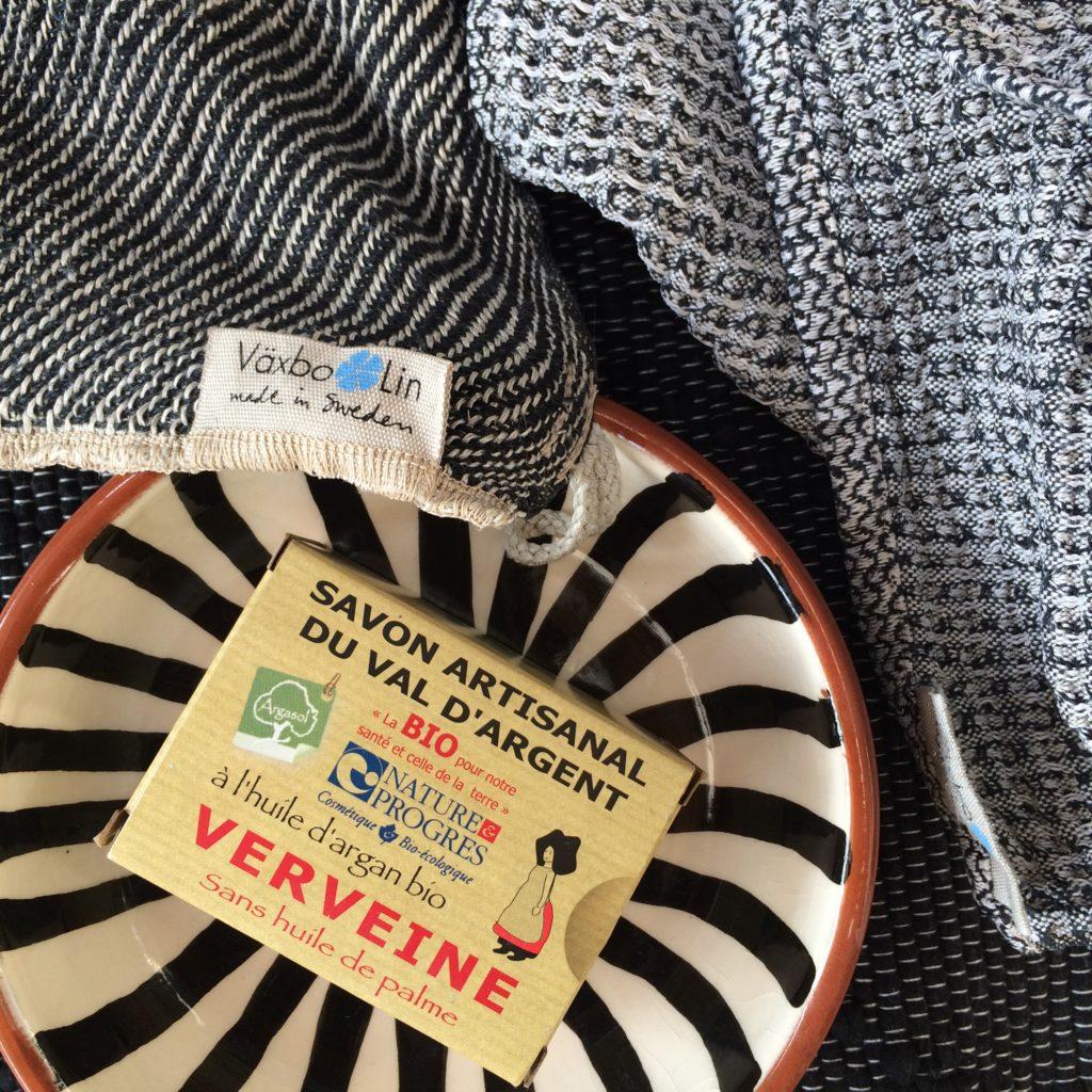 salong wohnstücke-Leinen-Textilien aus Schweden und Keramik aus Portugal
